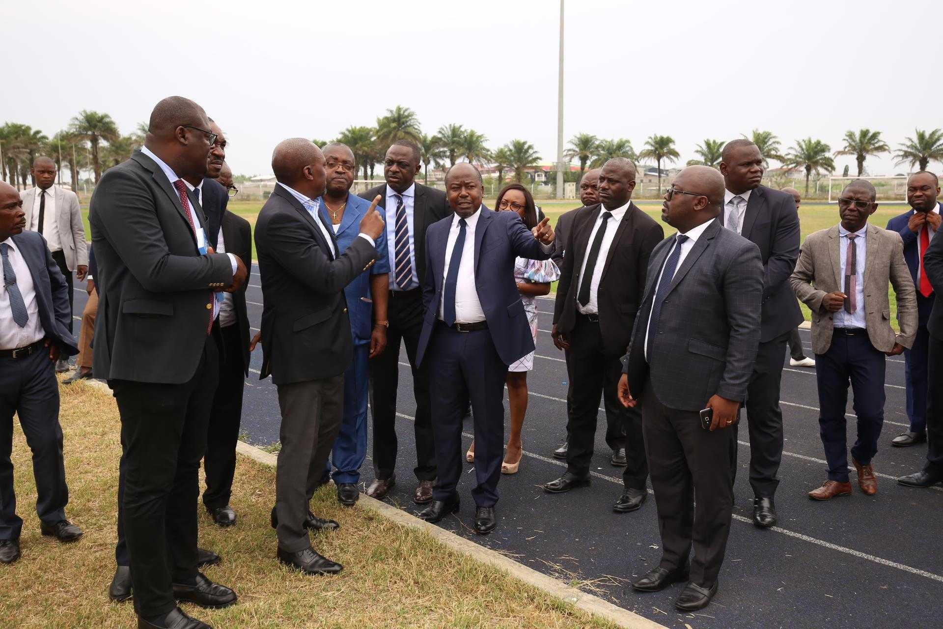 Bilie By Nze visite les installations du stade de l'amitié sino-gabonaise d'Angondjé