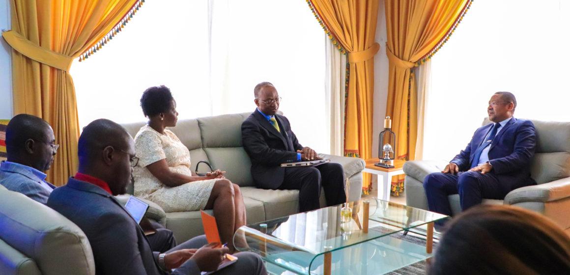 BANQUE MONDIALE: Jean-Marie Ogandaga reçoit Abdoulaye Seck de la Banque Mondiale