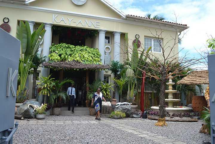 La galerie Ettyka d'Abidjan en exposition vente Chez Kay-Anne Gallery