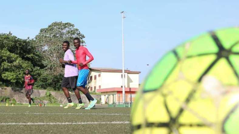 CORONAVIRUS : LES FOOTBALLEURS GABONAIS TRANSFORMENT DOMICILES EN TERRAINS D'ENTRAÎNEMENTS