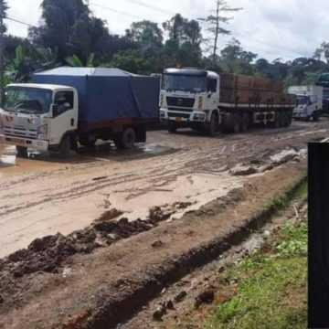 KANGO : 200 VÉHICULES BLOQUÉS DEPUIS 4 JOURS DANS L'INDIFFÉRENCE TOTALE DE BALONDZI