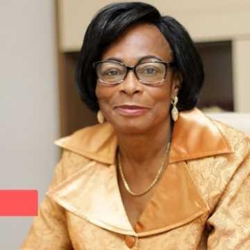 SOCIETE : À PARIS, CHRISTINE MBA NDUTUME PASSE   COMMANDE DE 200.000 TIMBRES